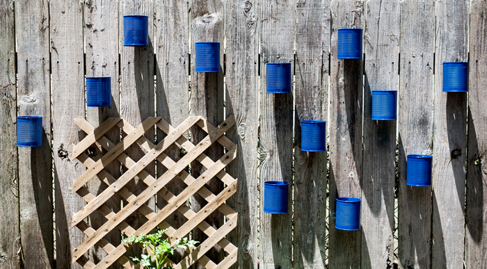 Backyard-Tin-Can-Fence-Garden-5
