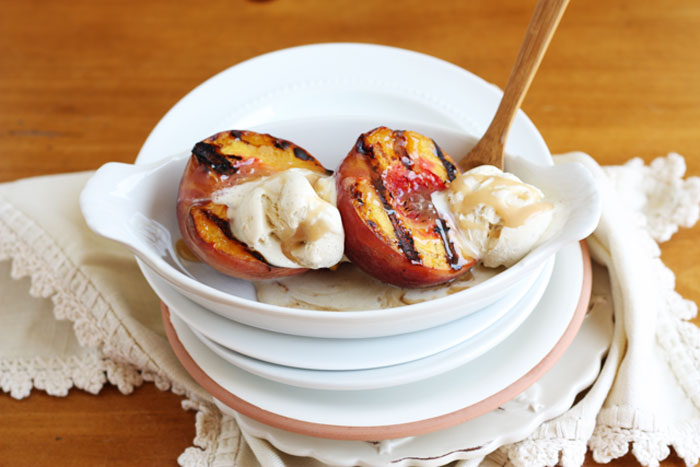 grilled peaches with vanilla bean ice cream