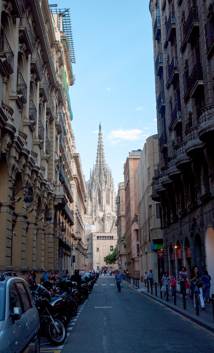 Cathedral-Street-View-Barcelona-Spain